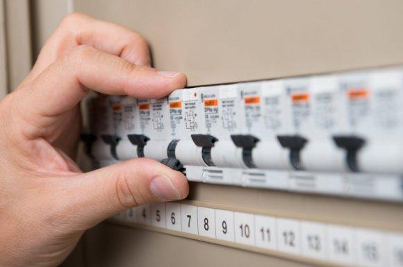 Remplacement et changement de disjoncteur par électricien au Tampon 974